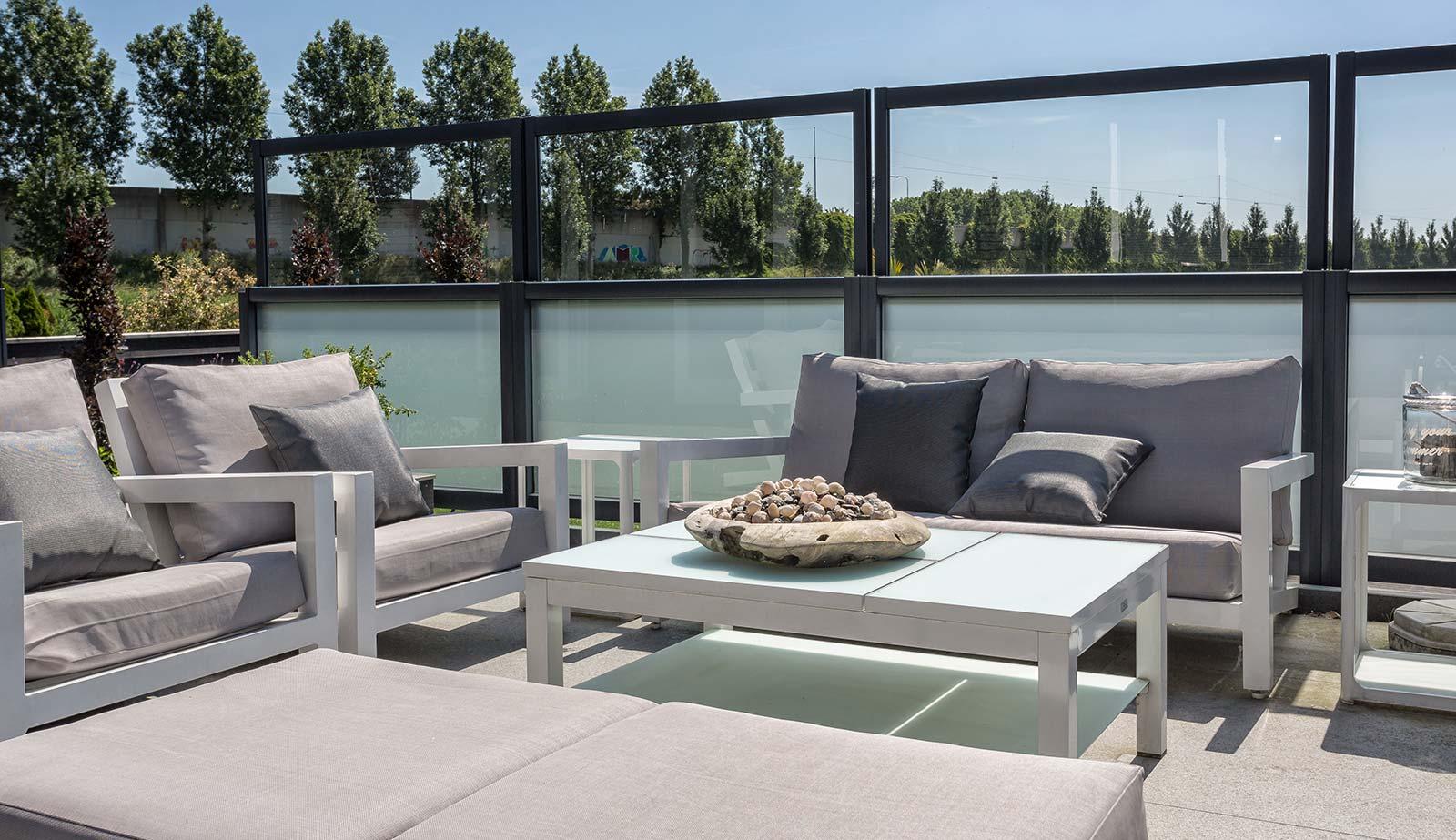 terrassendach mit glas auch verschiebbar hersteller bersicht. Black Bedroom Furniture Sets. Home Design Ideas